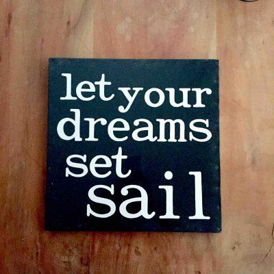 let your dreams set sail tekstbord - zeilcadeau van sportcadeautjes