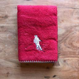 badhanddoek skien - rood - skicadeautjes van sportcadeautjes