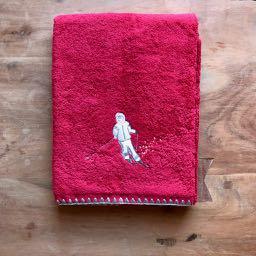handdoek skien - rood - skicadeautjes van sportcadeautjes