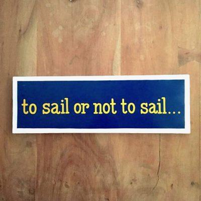 to sail or not to sail tekstbord - zeilcadeau van sportcadeautjes