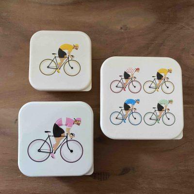 3 lunchboxen met wielrenners - fietscadeau van sportcadeautjes